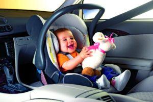 малыш в автолюльке