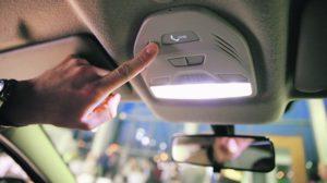 кнопка SOS в салоне автомобиля