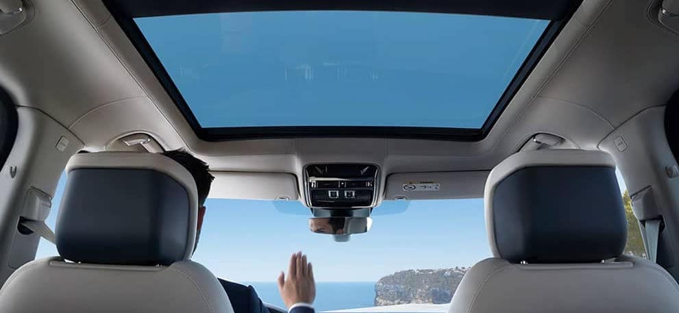 Range-Rover-interior-and-moonroof-2