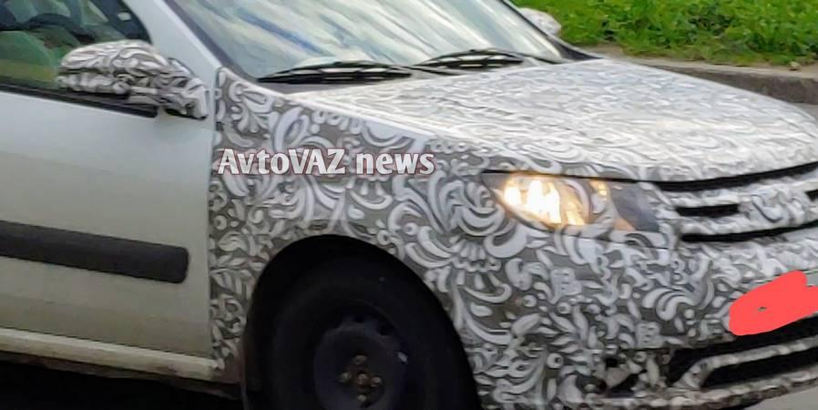 Новая Lada Largus FL опять попалась фотошпионам
