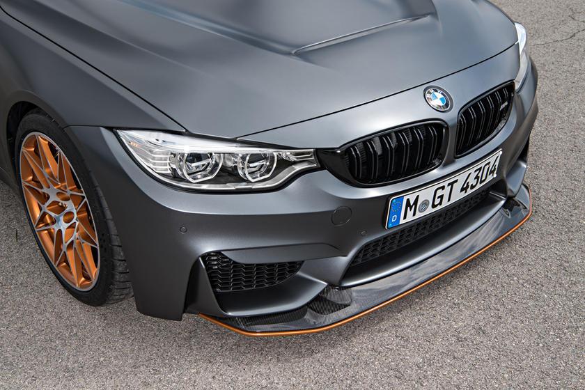 На видео показали эволюцию BMW M4 за шесть лет существования
